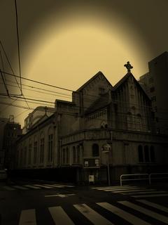 闇の中の神田教会