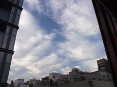 ビルの間の空