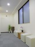 心理カウンセリングルームの待合室